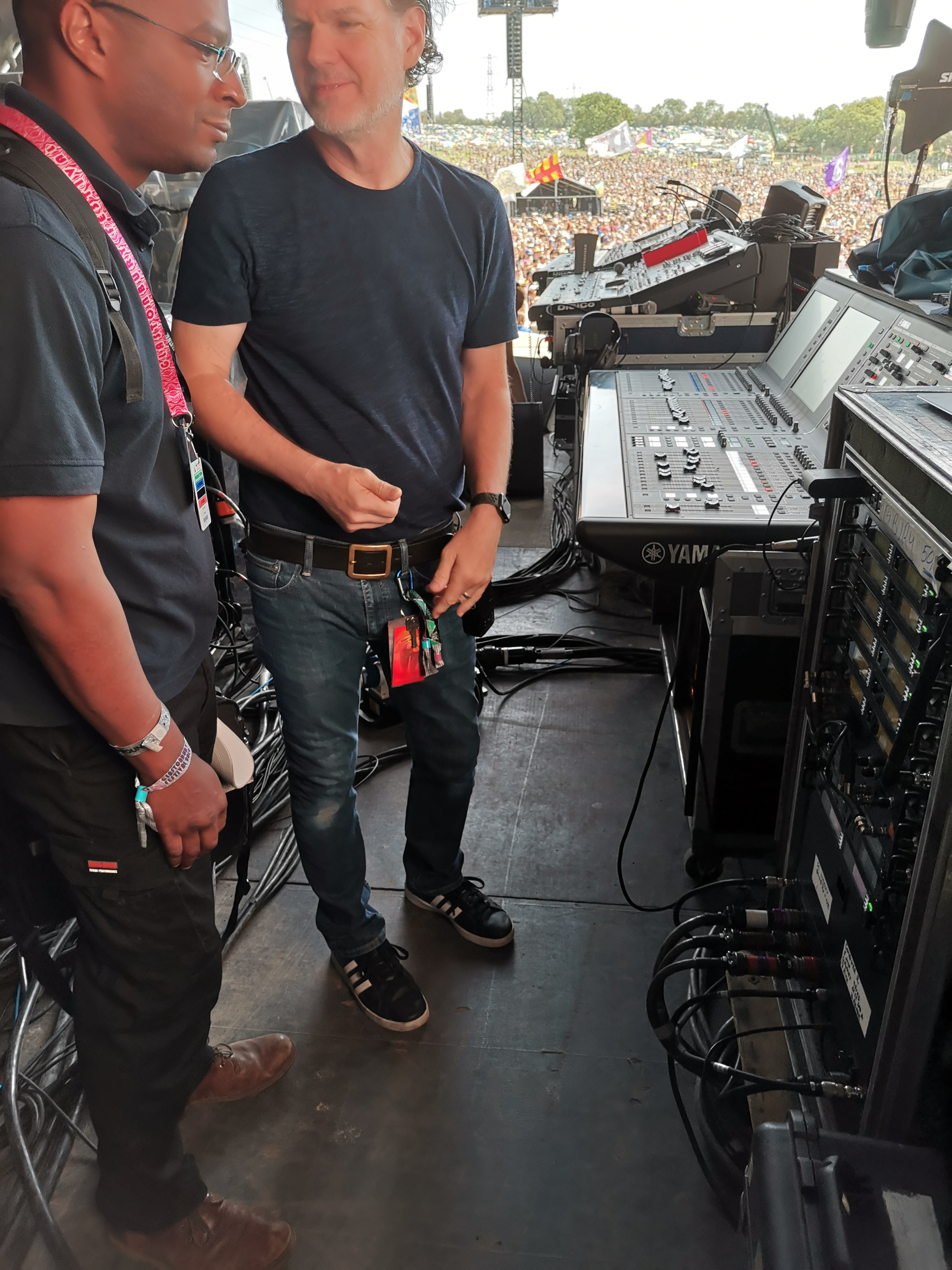 Des discussing frequencies with Sheryl Crow's monitor engineer